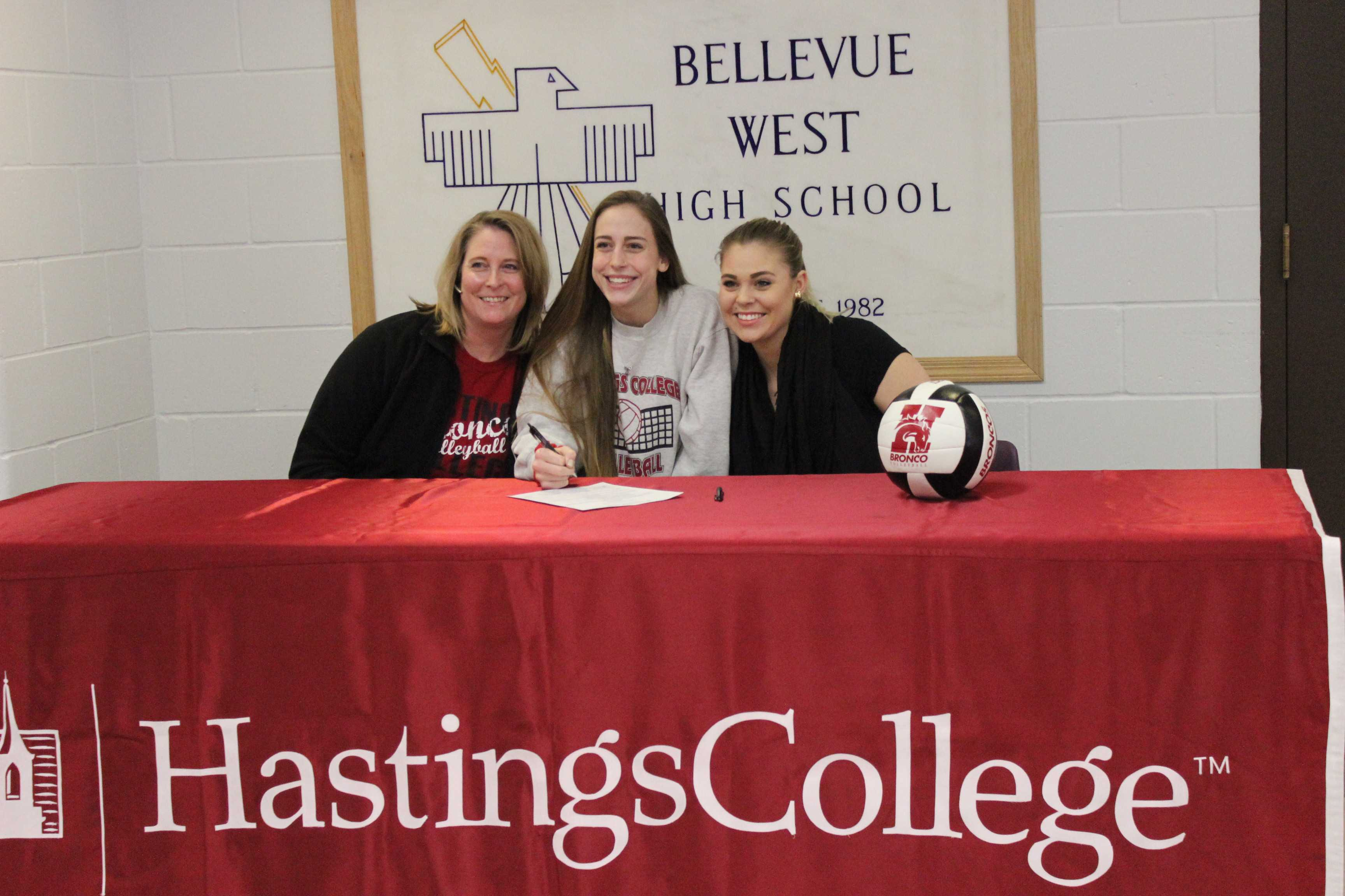 Sage Meyer signs to Hasting College